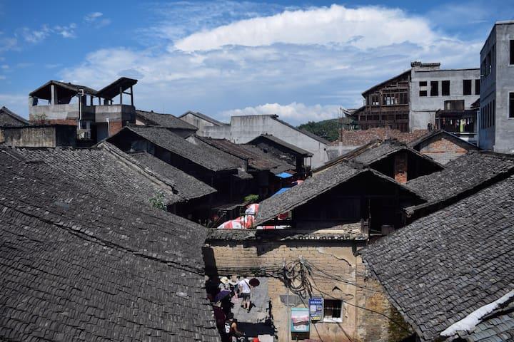Linda's cozy home in Daxu Guilin.在拥有迷人空中花园的江景房里等你。 - Guilin - Flat