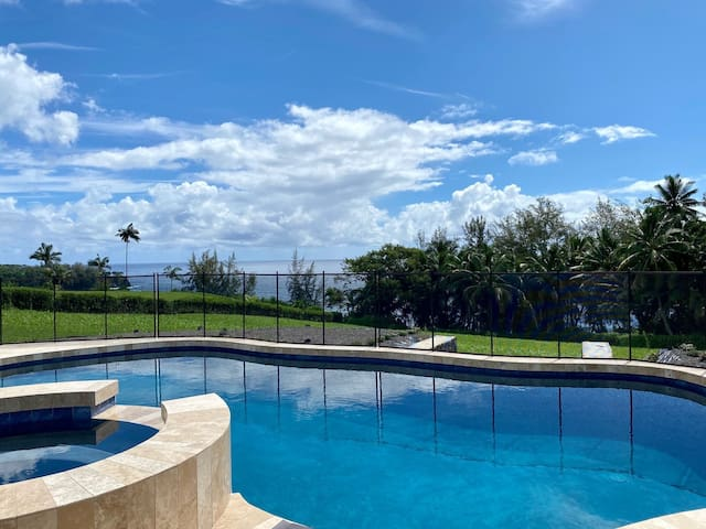 Oceanfront paradise with AC and wifi close to Hilo