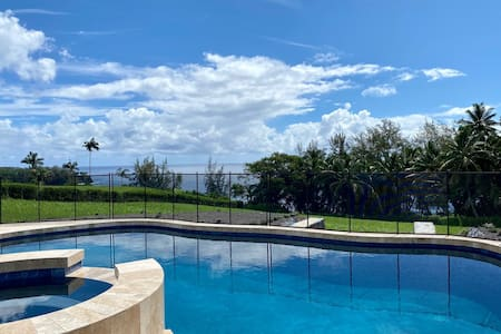 Oceanfront paradise with pool and AC close to Hilo