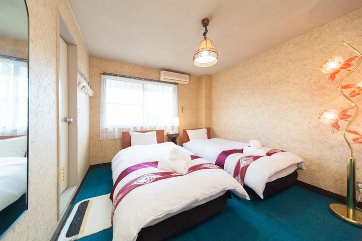 Petit Hotel P-Bow Twin Room with Private Bathroom