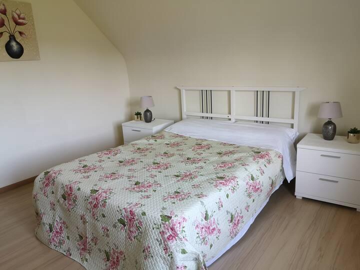 Chambre confortable et chaleureuse