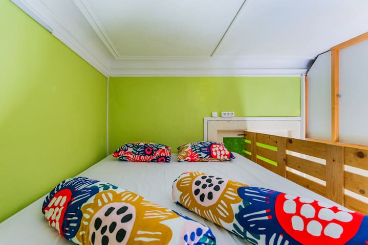 Art Heroes Green Room in Center of Porto!