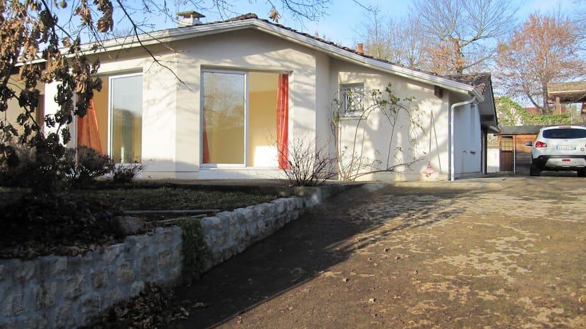 Maison de qualité individuelle avec piscine. - Mont-de-Marsan - Penzion (B&B)