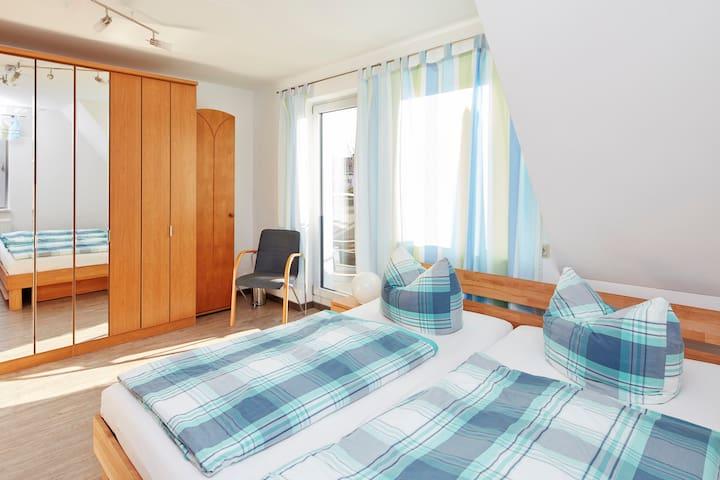 Sonniges Zimmer bei Stuttgart - Filderstadt - Haus