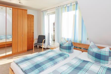 Sonniges Zimmer bei Stuttgart - Filderstadt - Rumah
