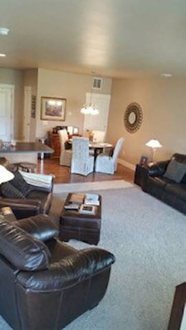 Josephine Crossing Cozy New Townhome - Billings - Huis