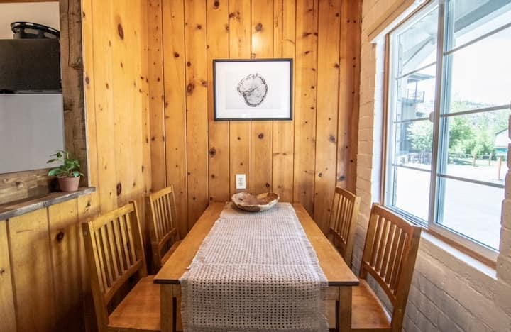 Unit 2 - One Bedroom Suite Lake Front Cabins Hotel