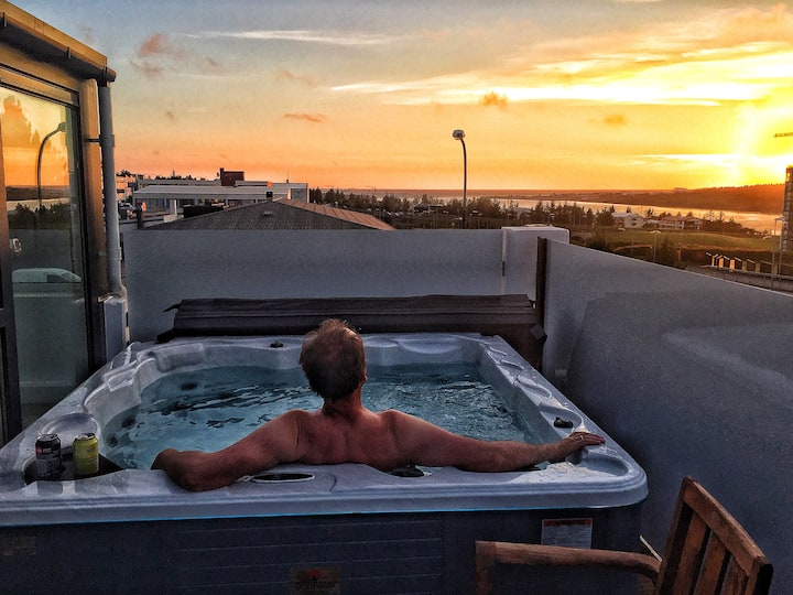 Terrace apt 1 w/hot tub- 10 min DOWNTOWN REYKJAVÍK