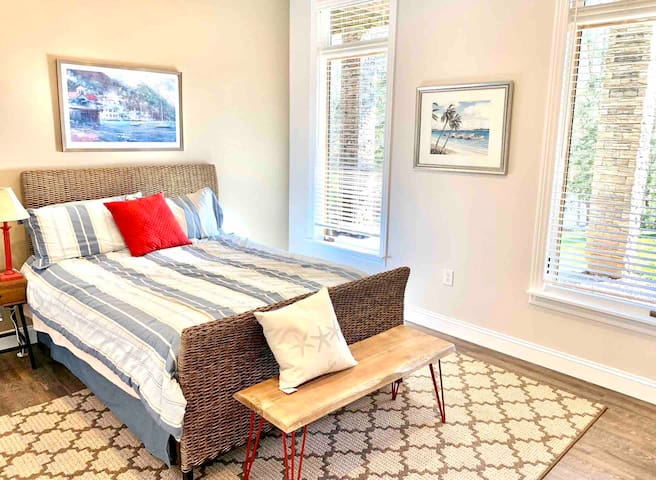 Bedroom 3 with Queen bed, lake views and smart TV.