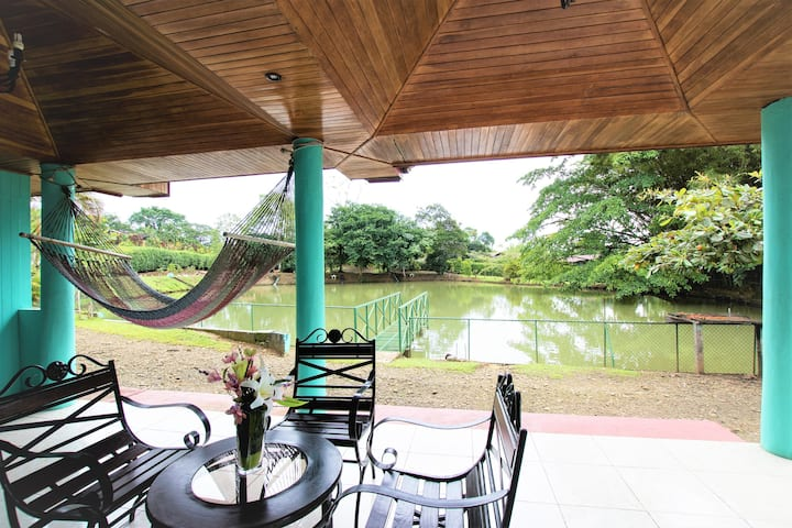 ★ Ranch ★ Arenal Volcano ★ 6 King Beds ★ Lake