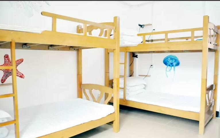 三亚徒良(榴莲)青年旅舍蜈支洲岛店-女生多人间的一个床位 - Sanya