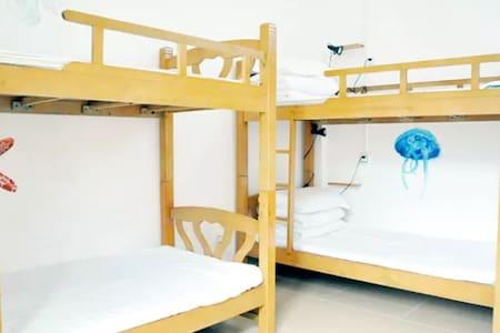 三亚徒良(榴莲)青年旅舍蜈支洲岛店-女生多人间的一个床位 - Sanya - Dormitório