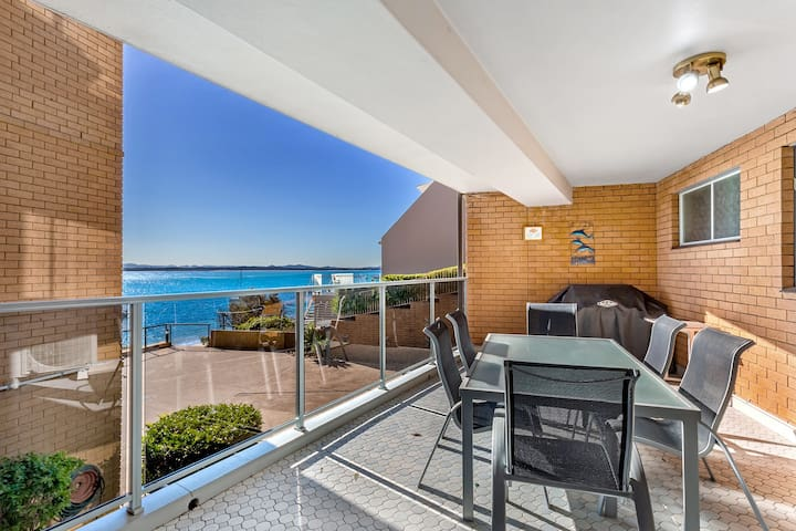 8 'Kiah' , 53 Victoria Parade - stunning water views, WIFI & Air Con