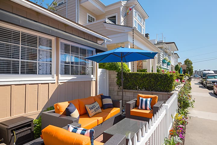 Balboa Island 2-Bed/1- Bath Charmer by the Beach!