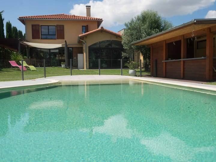 Modern Villa by Architect, Diffazur infinity pool.