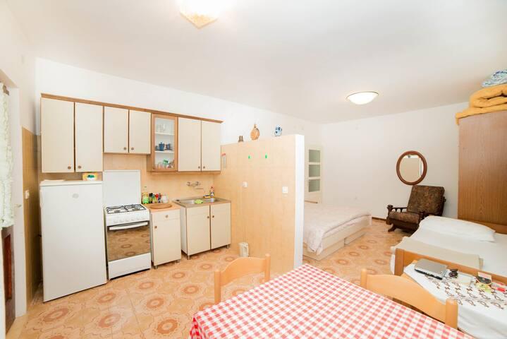 Apartments Santaleza / Studio H2
