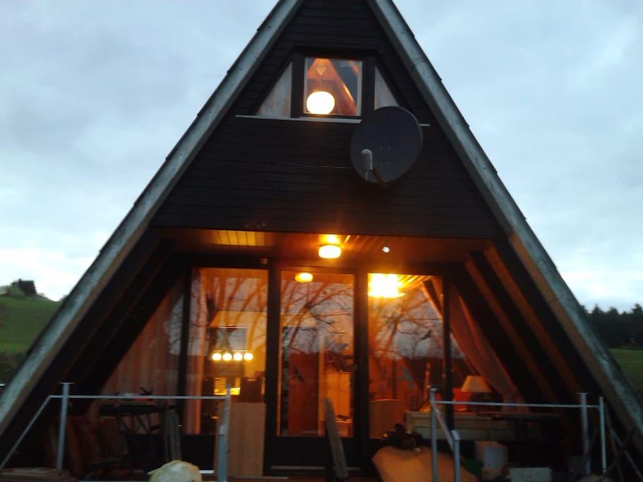 Sommernacht im Eifeler Finnhaus
