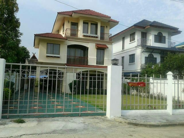 Nice private house and quite - ตำบล สันนาเม็ง - House