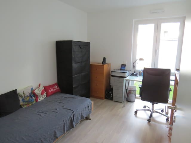 Room near Tradefare and Metro - Haar