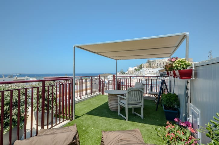 Apartment with sea view and roof garden