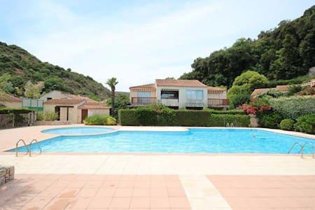 Studio avec terrasse et piscine, idéalement placé - Villeneuve-Loubet