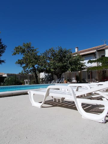 STUDIO - TERRASSE PRIVATIVE -PISCINE - Morières-lès-Avignon