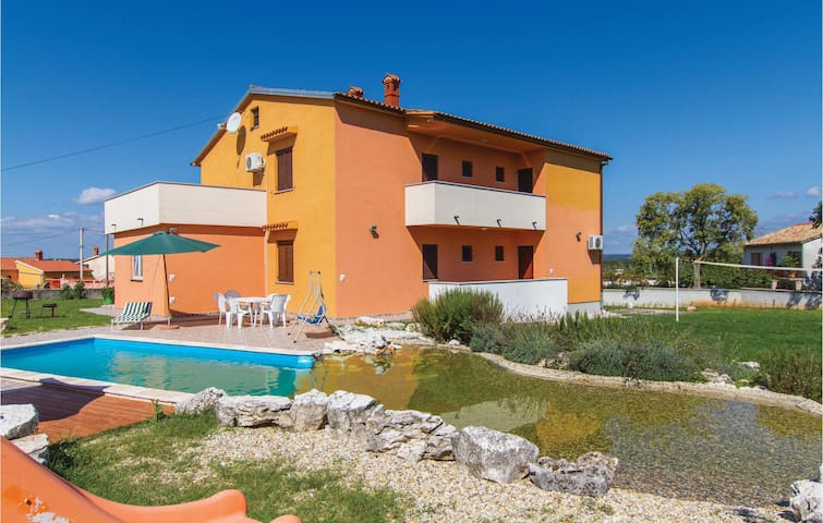 Holiday cottage with 6 bedrooms on 235 m²