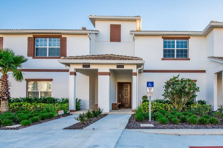 4 Bedroom 3 Bathroom Town Home  with Pool