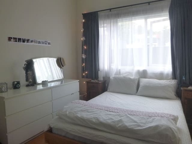 room+garden  7min from City Center - โรเซล - บ้าน