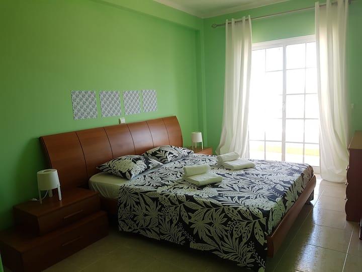 Bel appartement avec terrasse à Faro