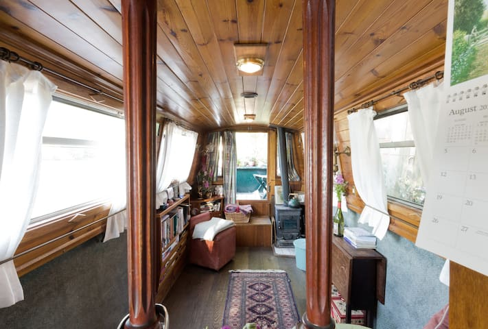 Beautiful Kew Gardens Narrowboat Home
