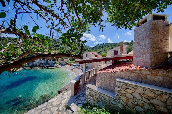Villa Silente - Two Bedroom Villa with Terrace and Sea View