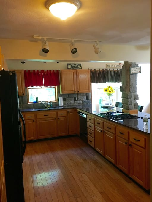 Large Kitchen with Stove. Microwave, Jenn-air oven, Dishwasher, Ice Maker