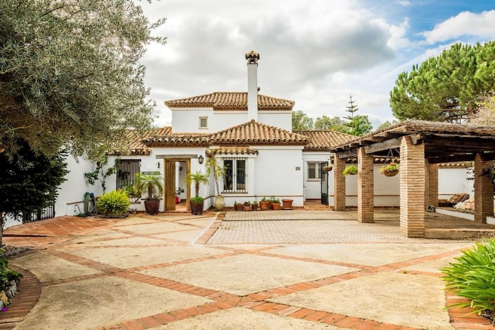 Authentic Sotogrande Villa with stunning view