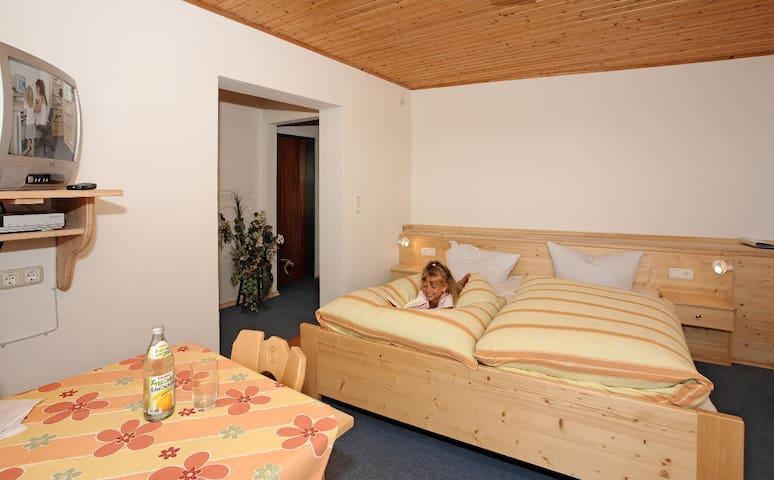 Hotel-Pension Würzbauer (Spiegelau), Doppelzimmer tw. mit Balkon