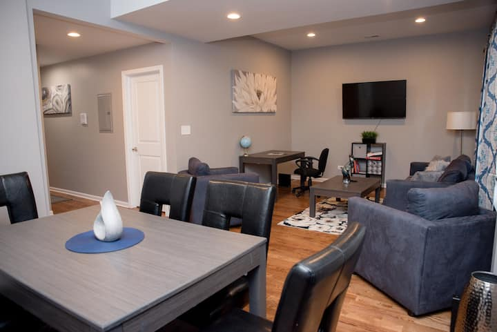 Luxurious stay @ modern apartment Mins to Downtown