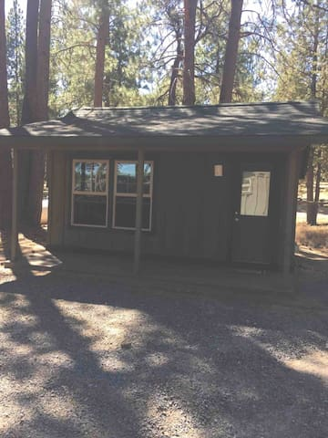 Private tiny house- close to town!