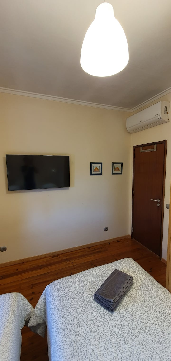 Double/Twin Room with AC, Netflix & Wifi
