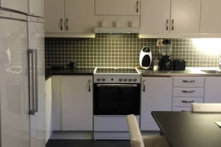 Doublebed near the heart of Gbg - Gothenburg - Apartment