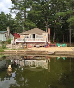 Moore's Pond - Waterfront Retreat - Warwick