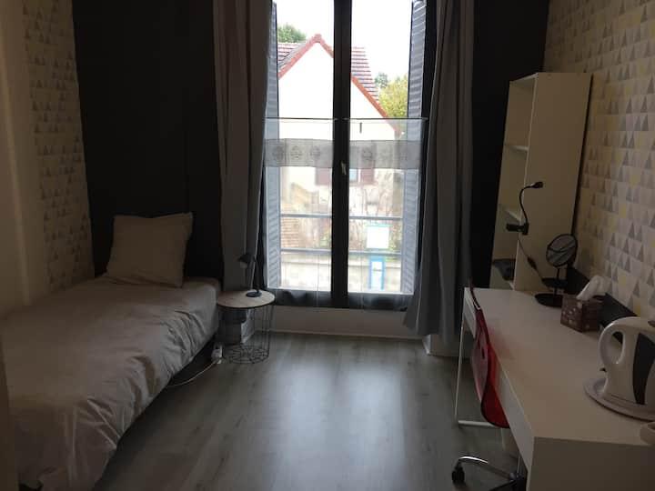 Chambre 1 meublée CERGY ESSEC,RER A (35 min Paris)