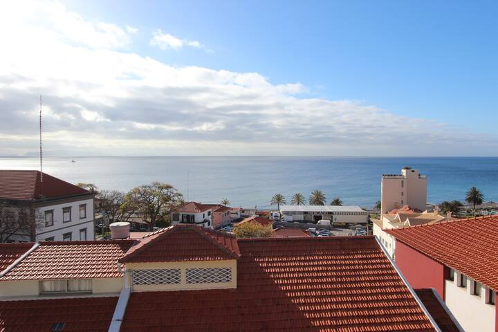 Real Seaview (From Balcony, Bedroom and Living Room). Vista Real (Frontal)