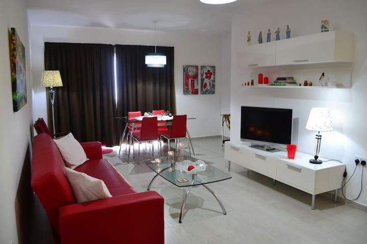 Seafront, top floor modern 2-bedroom apt