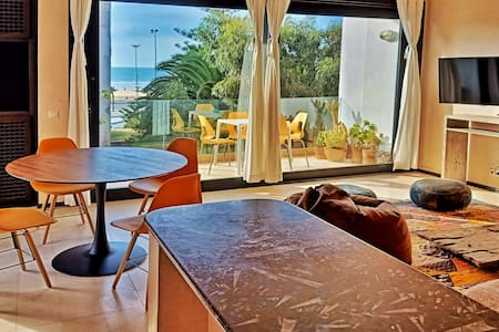Superb apartment with terrace near the beach