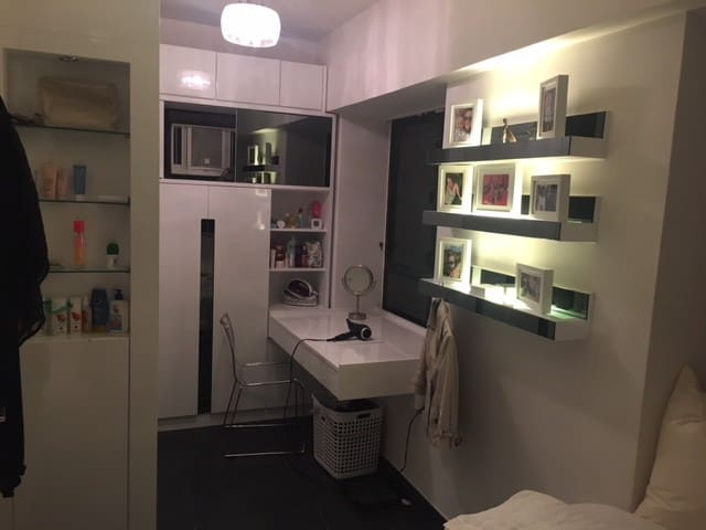 1 Bed Apartment in Great Location, HK island