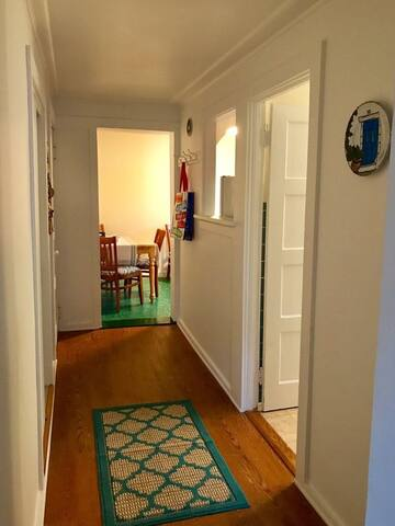 Large one-bedroom efficiency in lovely East Marion