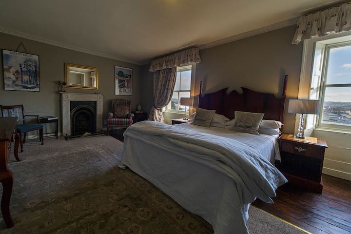 Historic 1800s house , walking distance to center.