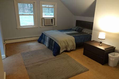 Secluded 2d floor queen BR near UNC - Chapel Hill