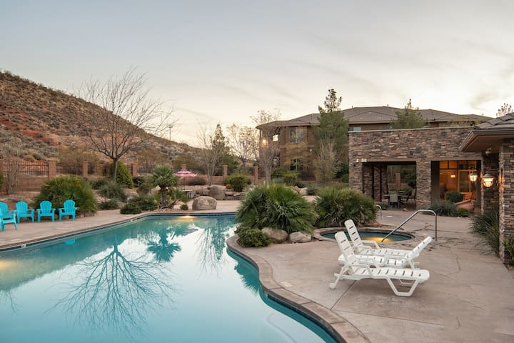 A6 | PRIVATE PATIO, 30 MINUTES FROM ZIONS, GREAT CLUBHOUSE AMENITIES!
