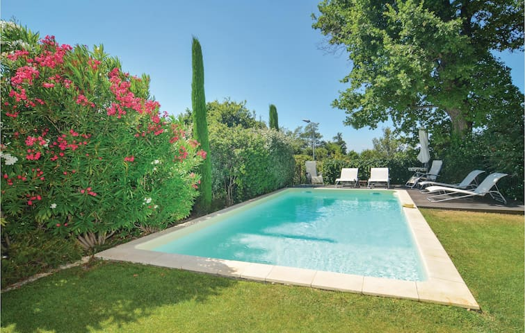 Semi-Detached with 3 bedrooms on 73m² in St-Rémy-de-Provence